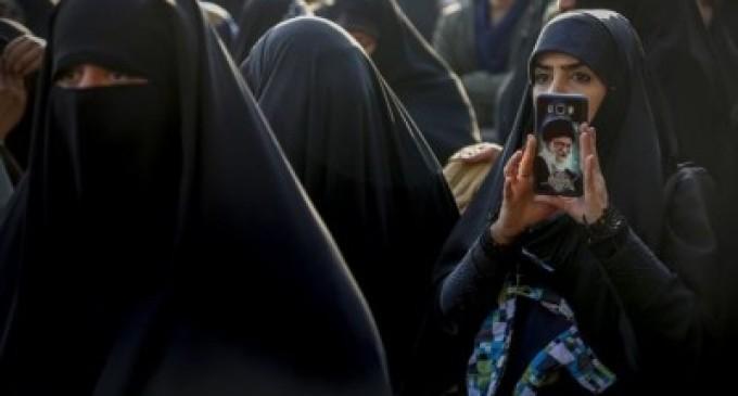 இரான் இஸ்லாமிய புரட்சி: அன்றும், இன்றும் பெண்கள் வாழ்வில் ஏற்படுத்திய தாக்கங்கள் என்ன?