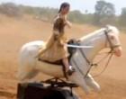 மணிகர்ணிகா படப்பிடிப்பில் பொம்மைக் குதிரையில் கங்கனா