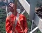 160 அடி உயரத்தில் அயர்ந்த தூக்கம் – சீனக் கூலித் தொழிலாளர்களின் நிலையைப் பிரதிபலிக்கும் அதிர்ச்சி வீடியோ