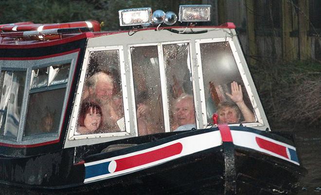 boat-2 பிரிட்டனில் நிர்வாணப் படகுச் சவாரி! பிரிட்டனில் நிர்வாணப் படகுச் சவாரி! boat 2
