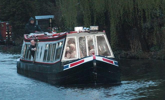 boat-6 பிரிட்டனில் நிர்வாணப் படகுச் சவாரி! பிரிட்டனில் நிர்வாணப் படகுச் சவாரி! boat 6