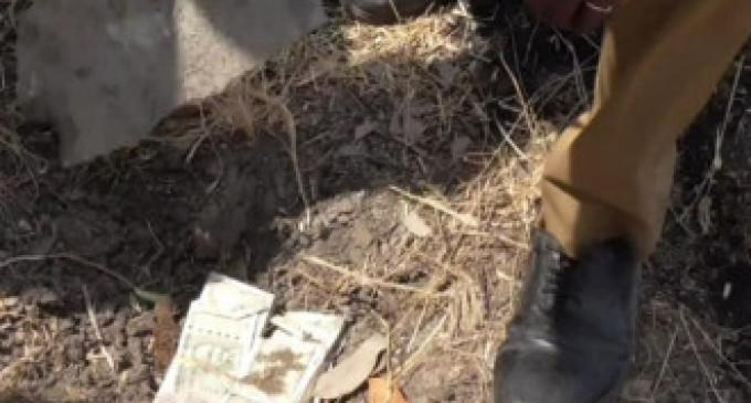 தோண்ட தோண்ட மண்ணுக்குள் இருந்து வெளியே வந்த லட்சக்கணக்கான பணம்: பரபரப்பை ஏற்படுத்திய சம்பவம்