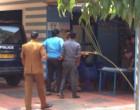 விடுதலை புலிகள் தலைவர் பிரபாகரன் படத்தை வைத்திருந்த மாணவர் தலைவர் கைது