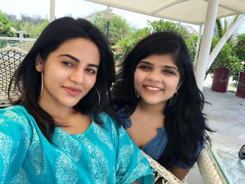 gv-bhavani-sister-of-gv-prakash-unseen-photos_1558418041120 ஜி வி பிரகாஷுக்கு இப்படி ஒரு அழகானா சகோதரியா? ஜி வி பிரகாஷுக்கு இப்படி ஒரு அழகானா சகோதரியா? gv bhavani sister of gv prakash unseen photos 1558418041120