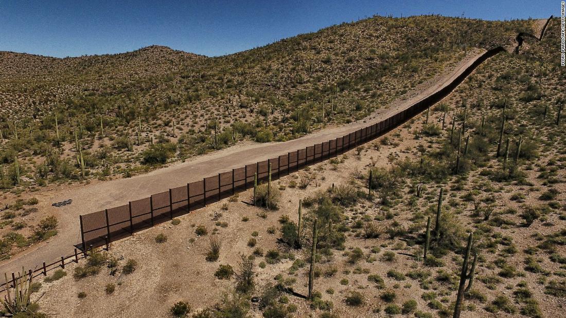 170425144359-04-us-mexico-border-0327-super-tease  அமெரிக்காவில் அடைக்கலம் தேடிச் சென்ற 6 வயது இந்தியச் சிறுமி நாவறண்டு பலியான கொடூரம் 170425144359 04 us mexico border 0327 super tease