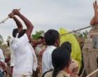 தெலங்கானாவில் பெண் அதிகாரியை தாக்கிய கும்பல் – வைரலான காணொளியால் பெரும் அதிர்ச்சி