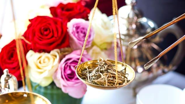 http _cdn.cnn.com_cnnnext_dam_assets_190716111528-most-expensive-tea---rubens-golden-tips-005-1  ஒரு கப் 'டீ' ரூ.13,800.. அப்படி என்ன ஸ்பெஷல்? http  cdn