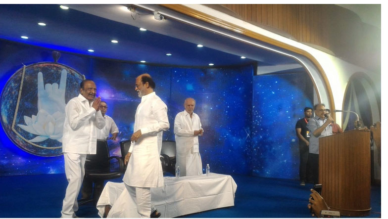 rajani  `ரஜினி, நீங்க முதல்வர்னா... நான்தான் எதிர்க்கட்சி!' - கலகலத்த பாரதிராஜா rajani