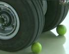 ரஃபால் போர் விமான டயரில் எலுமிச்சை பழம் வைத்து பூஜை செய்த பாதுகாப்பு அமைச்சர் ராஜ்நாத் சிங்
