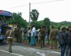 தனியார் பஸ் ஒன்று கனரக வாகனத்துடன் மோதி பாரிய விபத்து 12 பேர் படுகாயம்