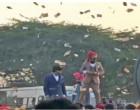 திருமண ஊர்வலத்தின்போது ரூபா 90 லட்சம் பண மழை பொழிந்த மணமகன் (வீடியோ)