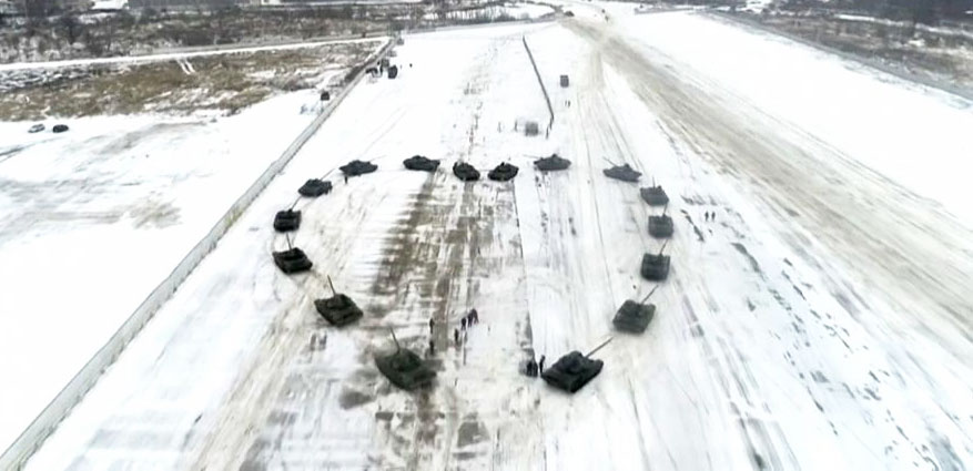 russian-16-military-tanks-valentines-day.2
