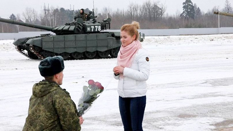 russian-16-military-tanks-valentines-day
