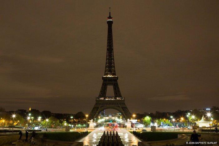 Eiffel-Tower-goes-dark-2