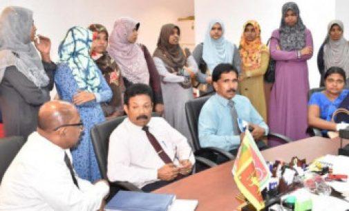 இலங்கை குண்டுவெடிப்பு தாக்குதல்: ஹிஜாப் அணிந்த ஆசிரியர்களை தடுத்து இடம்மாற்றியதால் சர்ச்சை