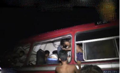களுத்துறை பகுதியில் கோர விபத்தில் 6 பேர் பலி, 52 பேர் காயம்