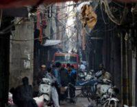 """டெல்லி தொழிற்சாலையில் பயங்கர தீ விபத்து ; 43 பேர் பலி  உயிரிழந்தவர்களின்  பெரும்பாலானோர் 15 முதல் 20 வயதுக்குட்பட்டவர்கள்"""""""