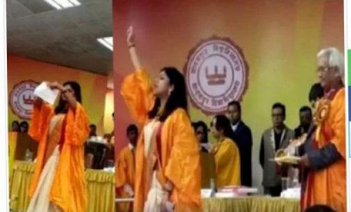 VIDEO: 'ஒரு நிமிஷம் சார்'!.. பட்டமளிப்பு விழாவை அதிரவைத்த மாணவி..! வைரல் வீடியோ..!