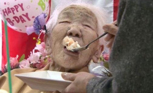 உலகின் மிகவும் வயதான பெண்மணி தனது 117 ஆவது பிறந்த நாளை கொண்டாடியுள்ளார்