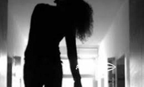 காதலனால் ஏமாற்றப்பட்ட மாணவி தூக்கில் தொங்கி உயிரிழப்பு !! :யாழ்.கொக்குவில் பகுதியில் சோக சம்பவம்!!