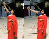 துப்பாக்கி சூடு நடத்தி கொரோனாவுக்கு எதிரான நிகழ்வை கொண்டாடிய பாஜக பெண் தலைவர்! (வீடியோ)