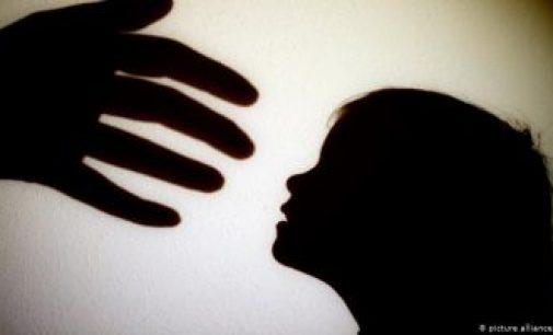 8 வயது சிறுமி பாலியல் துஷ்பிரயோகம்: 65 வயதான தாத்தாவும் உடந்தையாக இருந்த பாட்டியும் கைது!