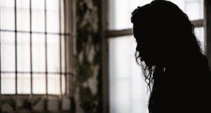 காதலியின் புகைப்படத்தை ஃபேஸ்புக்கில் வெளியிட்ட காதலன்… காதலி விபரீத முடிவு