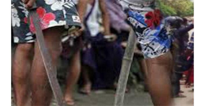 வாள் வெட்டுக்குழு தலைவனுக்கு பிறந்த நாள் கொண்டாட்டம் : பொலிஸாரிடம் 26 சிக்கினர்
