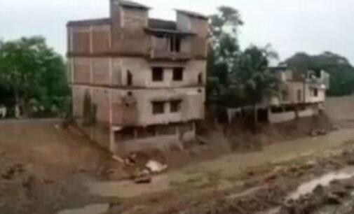 3 மாடி கட்டடம் முழுமையாக சரிந்து கால்வாயில் வீழ்ந்தது: இந்தியாவில் சம்பவம் ( வீடியோவில் பதிவு)