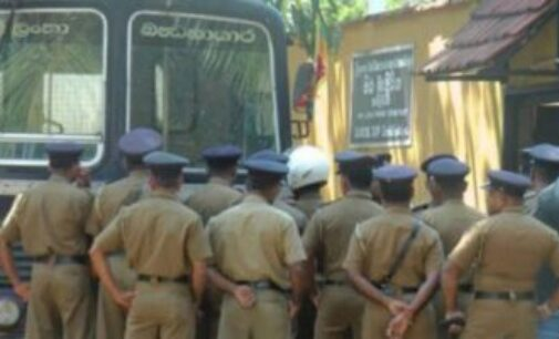 இலங்கை : கொரோனா அச்சம் – பொலிஸ் அதிகாரிகள் 13 பேர் தனிமைப்படுத்தப்பட்டனர்!