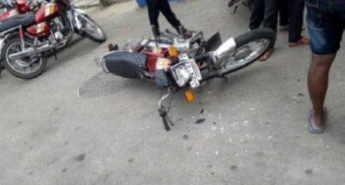 யாழ். மாவட்ட செயலகத்திற்கு முன்பாக உத்தியோகத்தர் மீது வாள்வெட்டு தாக்குதல்