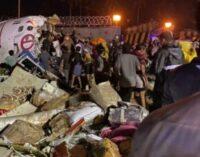 கேரளா விமான விபத்து: ஏர் இந்தியா விமானம் இரண்டாகப்பிளந்தது – 2 விமானிகள் உள்பட 18 பேர் பலி; பலர் கவலைக்கிடம்