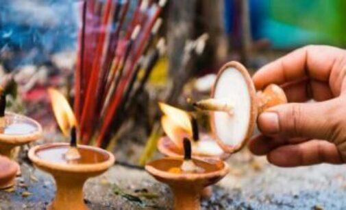 காணாமல் போன மருமகள் திரும்ப கிடைக்க தனது நாக்கை வெட்டி கடவுளுக்கு காணிக்கை கொடுத்த மாமியார்
