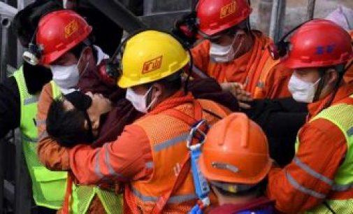 சீனாவில் தங்க சுரங்கத்தில் வெடிவிபத்து : 14 நாட்களுக்கு பிறகு 11 தொழிலாளர்கள் பத்திரமாக மீட்பு