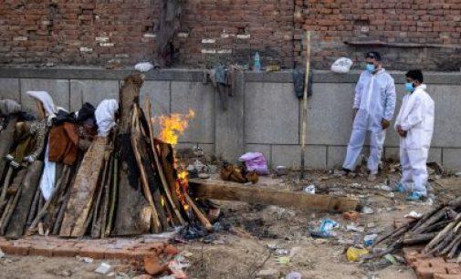 இந்தியாவில் கொரோனா அலை: ஒரே நாளில் 3,498 பேர் பலி,