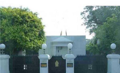 மஹிந்தவின் கூட்டத்தில் சலசலப்பு: அமைச்சர்கள் மூவர் வெளிநடப்பு